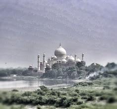 Photo: Ein erster Blick auf das Taj Mahal