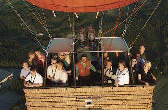 Photo: Pallossa itselaukaisimella ilmassa otettu ryhmäkuva!