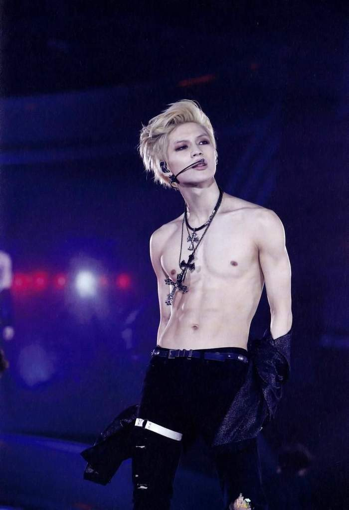 Taemin shirtless