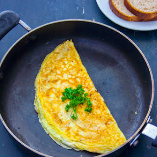 How to Make an Easy Cheese Omelette.