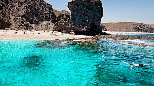Ir a la playa en Carboneras: las normas para disfrutar del sol y del baño