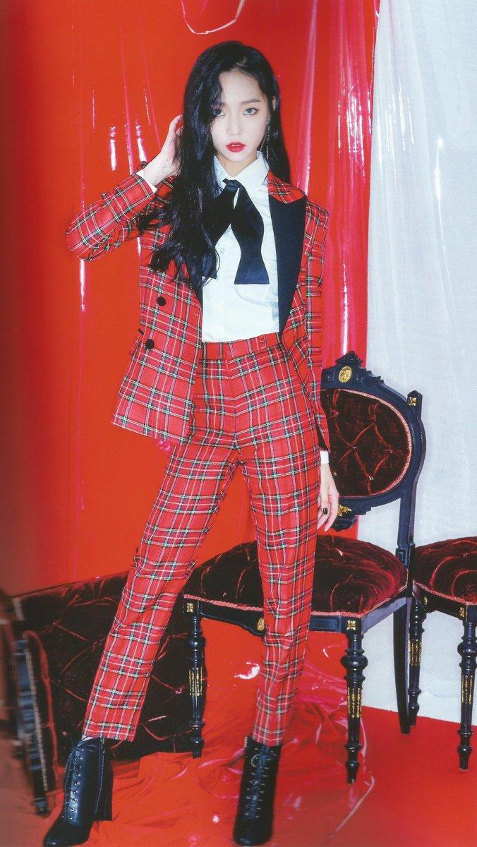 yeeun suit 27