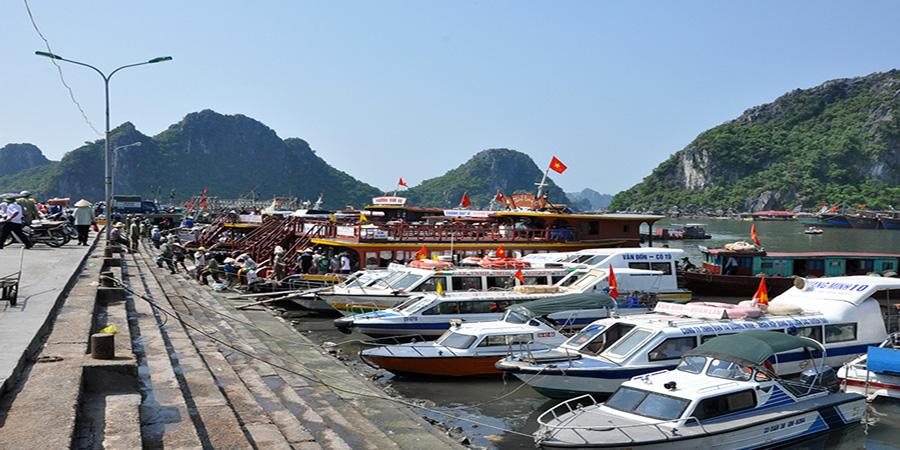 Sau khi đã tới cảng Cái Rồng, để ra đảo Cô tô, bạn hãy đi tàu cao tốc hoặc tàu gỗ
