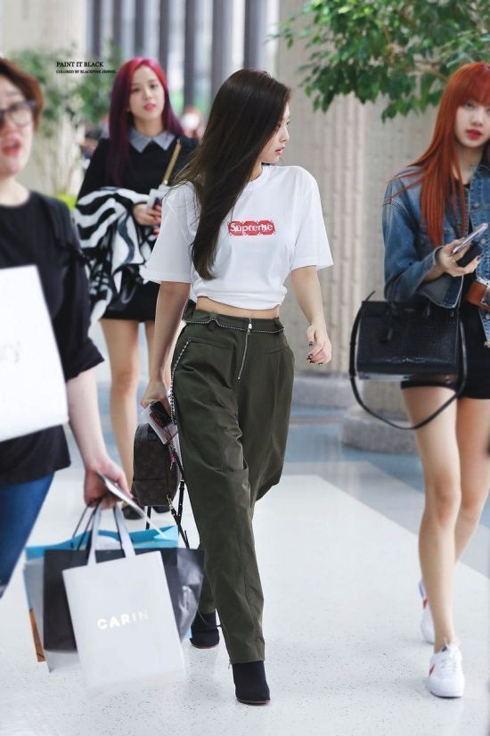 Jennie-Green-Pants-Airport-Fashion-1