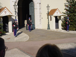 Photo: It all starts at the guardhouse of the palace.
