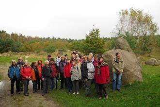 Photo: Bei der Wanderung mit den Magdeburgern im Findlingsgarten