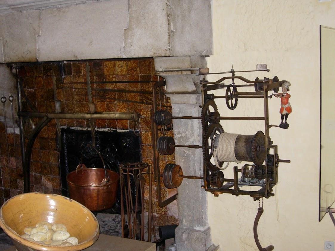 Tourne-broche dans la cuisine de l'Hôtel-Dieau à Beaune