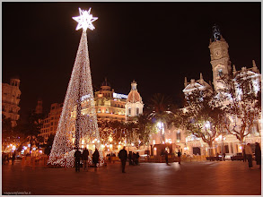 Photo: Plaza del Ayuntamiento ( Valencia).www.viajesenfamilia.it/