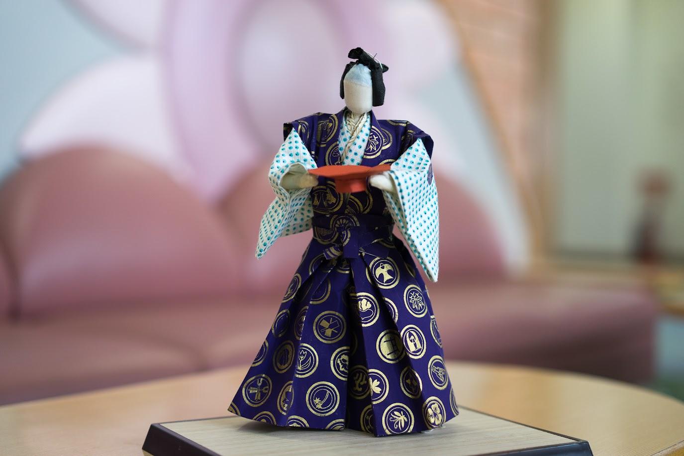 武士の誉れを示すお祝いの和紙人形「黒田武士」