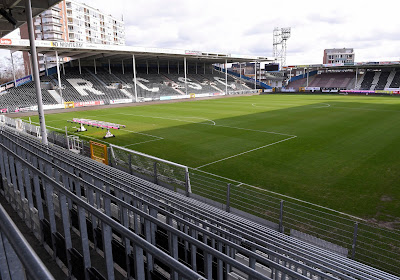 """Les premiers pas de Reda Akbib à Charleroi: """"J'espère que c'est le début d'une grande histoire"""""""