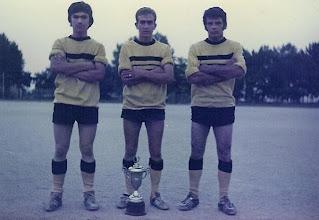 Photo: 1972-73 ΑΕΚ - Πρωταθλήτρια Γ' Κατηγορίας ΕΠΣ ΒΔΜ Βασίλης Κουζιάκης, Ζήσης Κουζιάκης, Αγγελος Γούσιας.