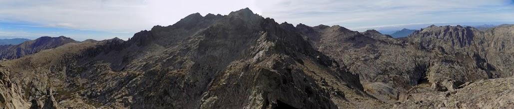 Suite de l'arête vers le Ritondu depuis le sommet de la pointe 2456 (photo Olivier Hespel)