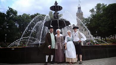 Photo: de G à D.. Gabriel, moi, Céine (qui a fait les costumes) et Bernard.