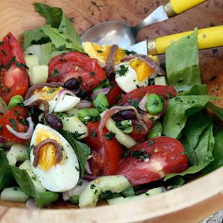 Classic Salade Niçoise.