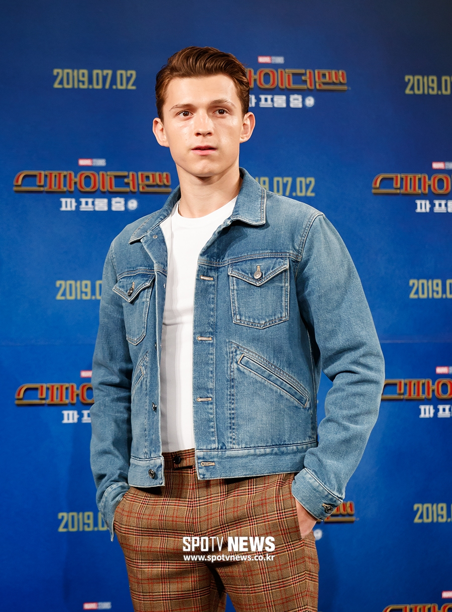 tom holland korea kids hospital 7
