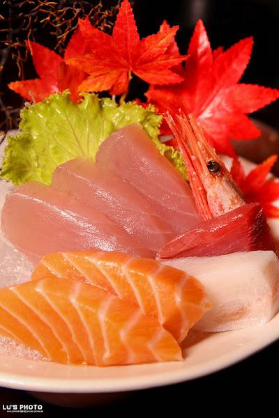 信燒烤|生魚片|壽司|炸物|-台南中西區 秋日大滿足,燒烤夜色越夜越美麗。平價串燒+小炒大口痛快吃!