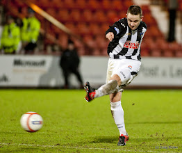 Photo: Dunfermline Athletic v Raith Rovers Irn Bru First Division East End Park 2 January 2013Ryan Wallace hits a shot(c) Craig Brown | StockPix.eu