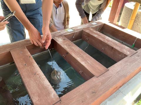 つなぎ源泉公園の温泉卵づくり無料体験コーナー