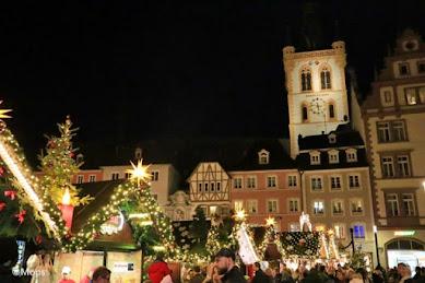 会場に輝く無数の星 ドイツ最古&世界遺産の街トリーアのクリスマスマーケットが美しすぎる
