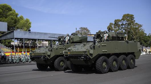 Nuevos vehículos 8x8 en el desfile del 20 de septiembre en Viator.