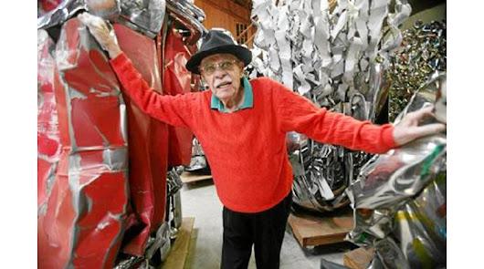 El artista estadounidense se especializó a partir de 1971 en los metales prensados sacados de vehícu