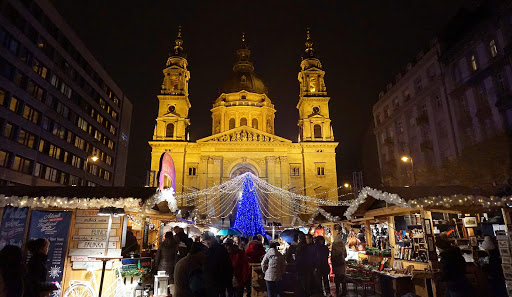 Christmas-market-Budapest-1 - A Christmas market in front of St. Stephen's Basilica, a Roman Catholic church built in the late 1800s, in Budapest, Hungary.