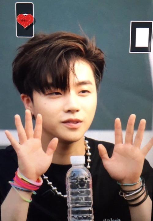 jinhwan hands 3