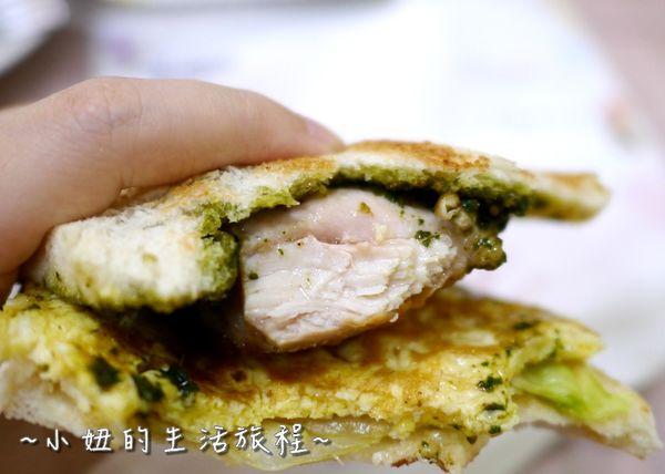 新莊米豆早午餐店,平日提供晚餐宵夜,好吃的碳烤土司,銅板美食推薦