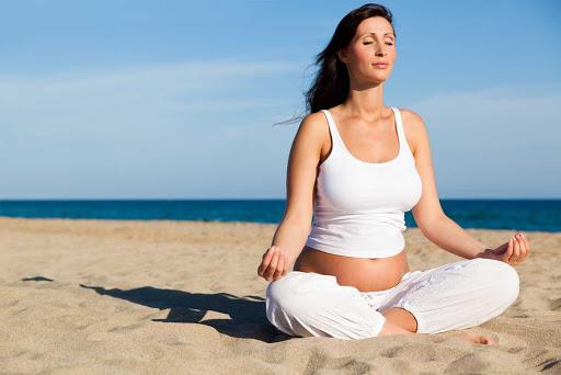ba bau tap yoga de thai ky khoe manh - hinh 1