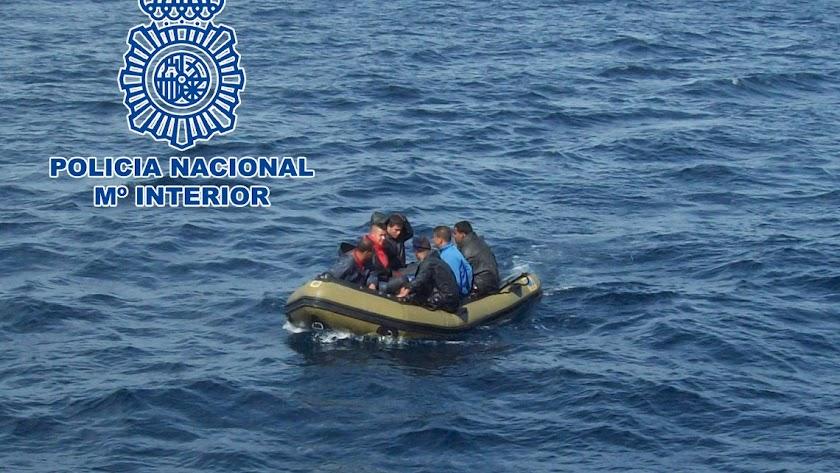 El patrón cobró a los viajeros 1.600 euros por realizar el trayecto.