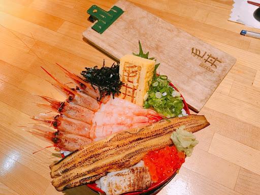 點了步步高升丼,海鮮跟醋飯都好好吃😋