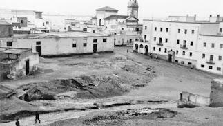 El llano de la iglesia  de San Roque limitaba al sur con la Carretera de Málaga