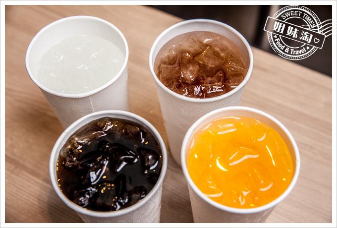 正忠排骨飯雪碧可樂檸檬紅茶橘子氣水