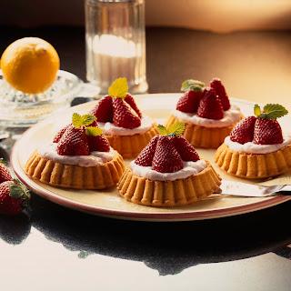 Erdbeer-Creme-Törtchen
