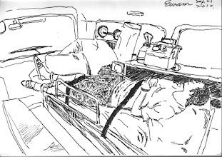 Photo: 第三種等待.等待救命與變革2010.09.25鋼筆 每兩天去一趟急診室,我還真和急診室有緣,萬幸的是這回我不是主角。 看著隔壁勤區推了個以面無血色、表情痛苦、以手捧心的人犯,從釘腳鐐到被叫去準備戒護急診,也不過不到五分鐘時間,卻又花去十來分鐘在勤務中心枯等,一問之下知竟還有放著近在咫尺的消防隊救護車不叫,硬是要等派去門診的自家救護車回來載,於是又在沒有醫護人員隨車,也沒有人會用車上的急救設備,以及車一路不鳴笛的情形下花十五分鐘把人送到醫院,所幸我的客戶命大,沒因這一再拖延下蒙主寵召。之後又再次貪圖方便,只為了少跑一趟車,於是連同門診及出院的收容人、戒護人員、連同司機,一共九個人擠進小小的救護車裡,看著自己和收容人膝蓋頂膝蓋這麼坐著,在這麼近的距離,只要他們四個人有心聯手,直接擺平同坐在車廂內的我們其實很容易,十五分鐘後,我很慶幸自己還能活著下車。 如果有病痛,千萬別進監所;進了監所,千萬別生病;如果生病,請自求多福⋯ 如果可以,請為在監所羈押或服刑的收容人祈禱,同時也請為我和其他同在監所服務的同仁祈禱,若是還有一點時間,而你也願意,也請為監所愚昧而官僚的決策者祈禱⋯