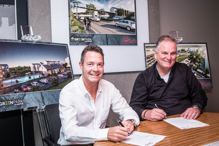 Rob Wesselo, CEO of Transcend and Steve Brookes, CEO Balwin signing MOU. Picture: NDABA NDLOVU