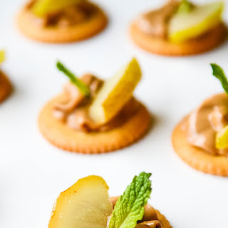 Peanut Butter, Caramelised Pears and Mint RITZ Cracker Appetizer.