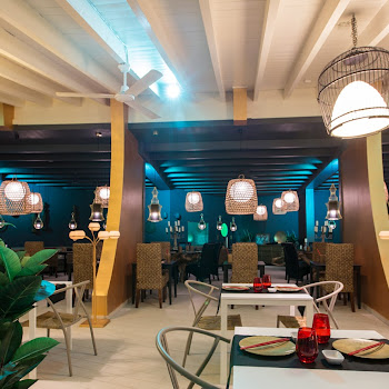tables de buffet de restaurant sur place
