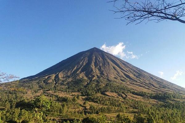 Gunung Inerie Flores