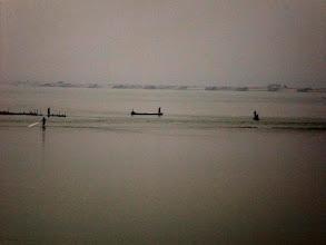 Photo: Fischer auf dem Koshi River