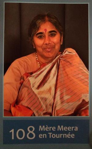 108 Mère Meera en Tournée Mère Divine Méditation dans le silence