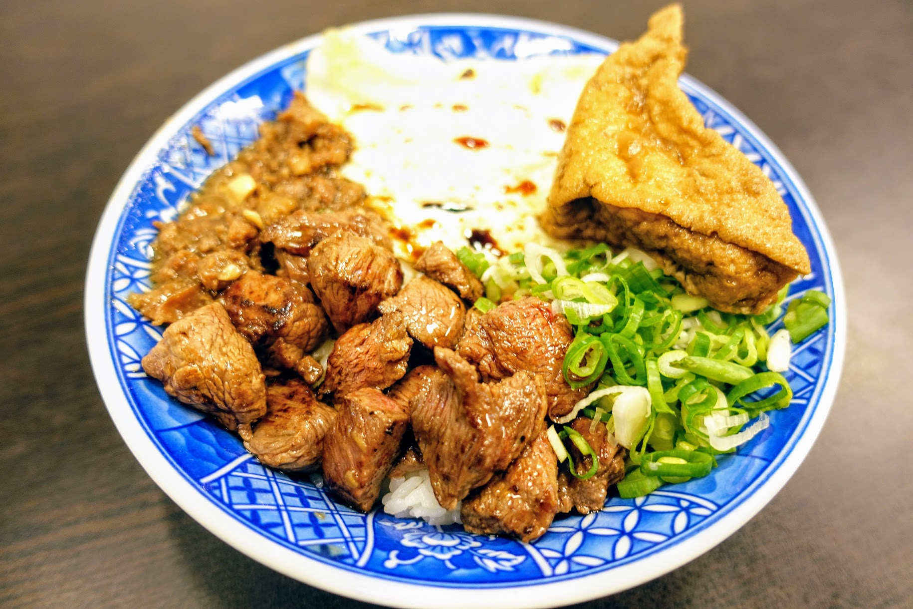 創意料理牛B飯,有牛肉/荷包蛋/油豆腐/青蔥/牛肉燥...