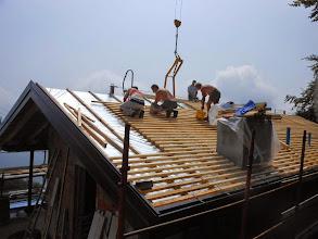 Photo: Sabato 13 Luglio.Sistemazione di posa listoni in legno per copertura tetto.