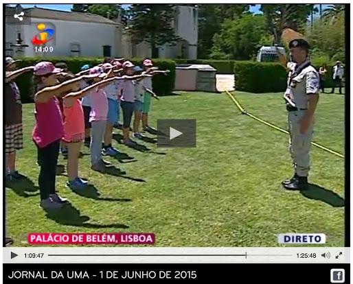 Crianças saúdam o Chefe de Estado da Nação