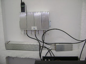 Photo: Duplexadores e filtros presos à parede