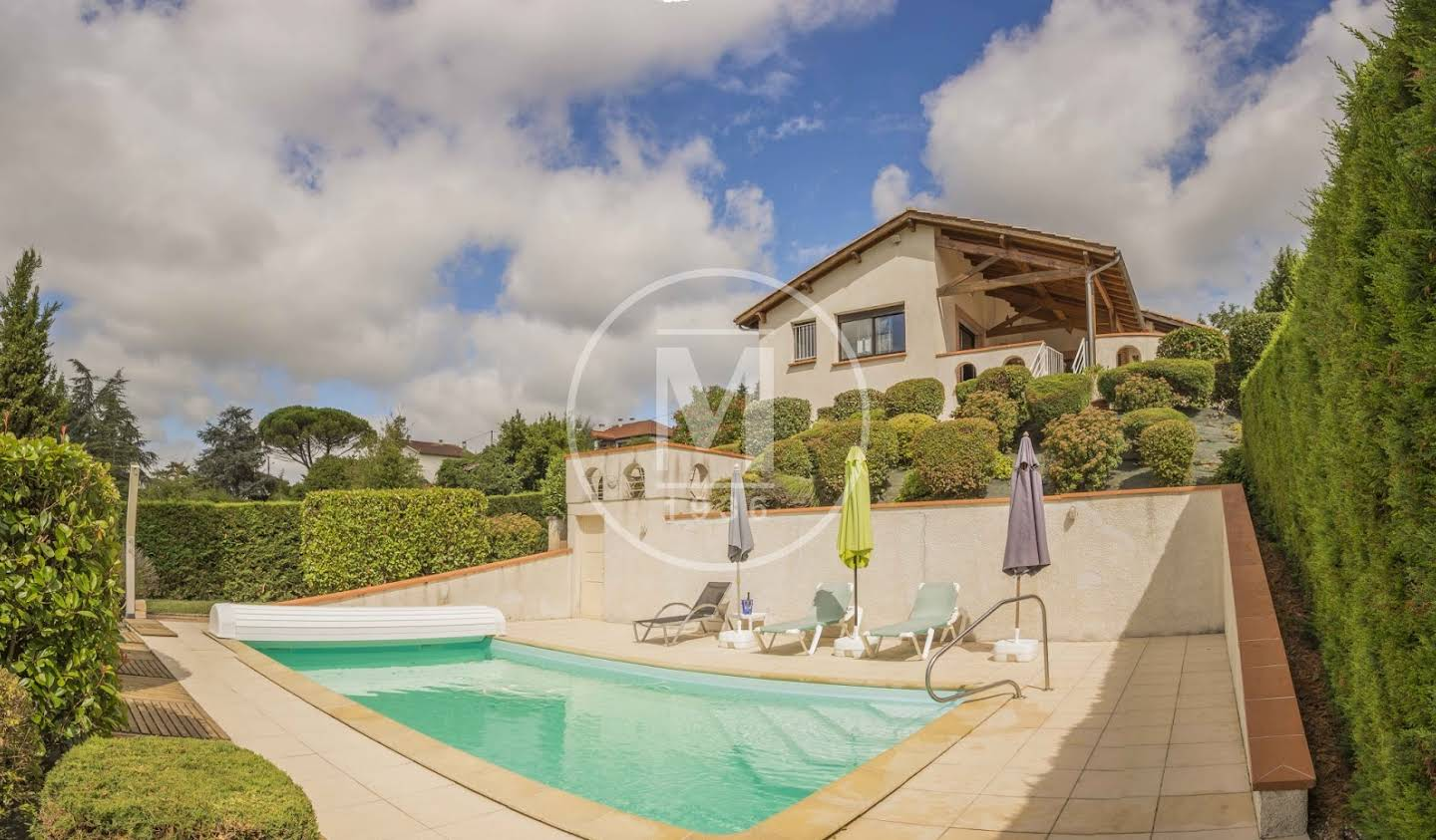 House with pool and terrace Moissac