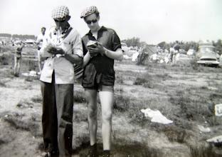 Photo: Lemele 1962: de pers. Hendrik Hoving en Harm Jan Lanjouw. Zij maakten een verslag van alles wat men daar uitspookte.