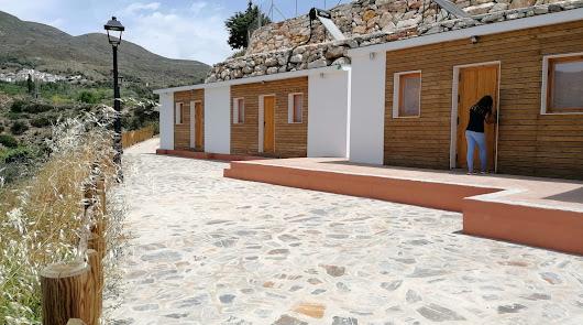 Almócita ya disfruta de su albergue sostenible y lo abre al público