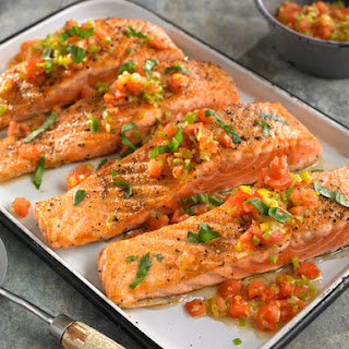 Sautéed Salmon With Leeks and Tomatoes