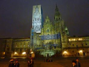 Photo: L cathédrale de nuit sous la pluie